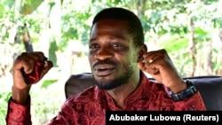 Уганда президенттигине негизги талапкерлердин бири Боби Вайн деген лакап ысым менен таанымал белгилүү ырчы Роберт Киагуланьи.