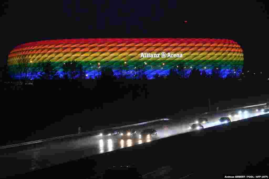 Dieter Reiter, Münchenpolgármestere is támogatja azt a kezdeményezést, hogy szivárványszínekben tündököljön a stadion a magyar–német-meccs alatt június 23-án. A Spiegelnek azt nyilatkozta, hogy ezzel azt szeretnék üzenni: München városa kiáll a sokszínűség és a tolerancia mellett.