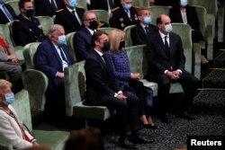Francuski predsednik i njegova supruga slušaju govore na komemoraciji povodom dvestote godišnjice smrti Napoleona Bonaparte, u Parizu 5. maja 2021.