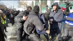 «Назарбаев, кет», «Бойкот». Протест в Алматы и задержания