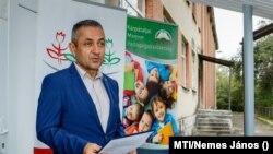 Potápi Árpád János nemzetpolitikáért felelős államtitkár beszédet mond az ungvári Harmónia Oktatási-Nevelési Központ felújított óvodájának avatásán 2020. október 7-én.