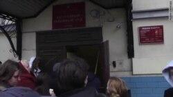 Возмущенных приговором Дадину выволокли из здания суда