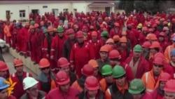 Забастовка и собрание рабочих Bos Shelf