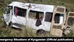 Маршрутное такси после столкновения на перевале Кубакы, 17 августа 2021 г.