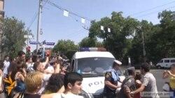 Ցույցերն անցան ակտիվիստների եւ ոստիկանների միջեւ բախումներով