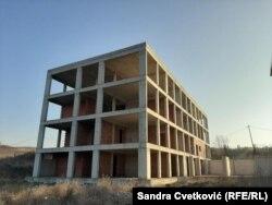 Ky objekt, që fillimisht se u tha se do të bëhej spital, tash pritet të shndërrohet në ndërtesë banimi për rastet sociale.