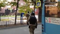 Применяли грубую силу: ОМОН задержал активистов и журналистов у здания ФСБ в Крыму (видео)