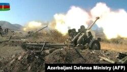 Az azeri tüzérség örmény célpontokat támad 2020. október 20-án.