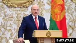 Лукашенко инаугурацияда ант қабылдап тұр. Минск, 23 қыркүйек 2020 жыл.