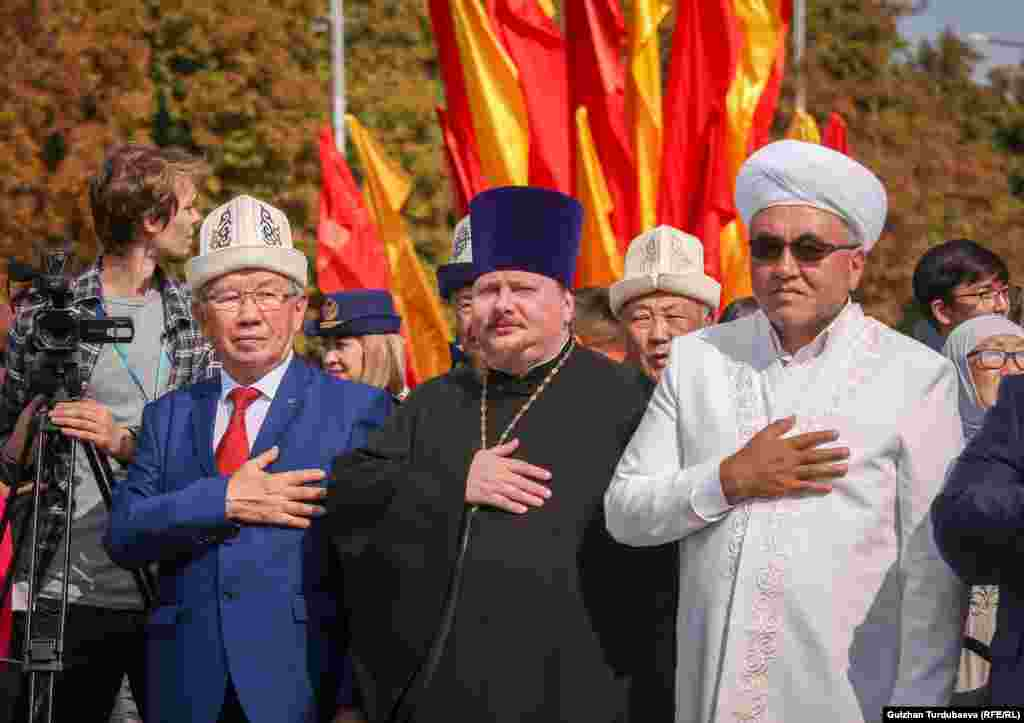 Religious leaders take part in the commemoration.