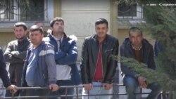 Türkmen migrantlary Berdimuhamedowyň özbek kärdeşiniň mysalynda raýatlaryna hemaýat bermegini isleýärler