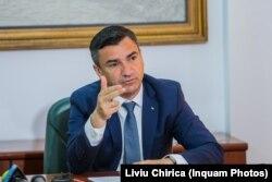 Mihai Chirica, primarul municipiului Iași, caută cărbune pentru iarnă.