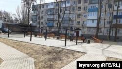 Двор после реконструкции в рамках программы «Формирование современной городской среды», Керчь, 10 марта 2021 года