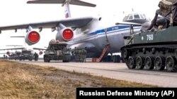 Илустрација. Украина- Руски воени возила на маневрите во Крим, 22 април 2021 година