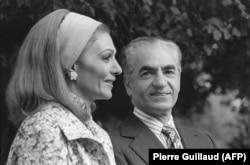 Иранский шах Мохаммед Реза Пехлеви с супругой