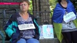 Савченко вывела на голодовку родственников людей, находящихся в плену у сепаратистов