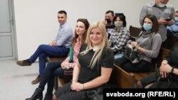 На лаве —Андрэй Колас, Вольга Завадзкая і Юлія Бодак