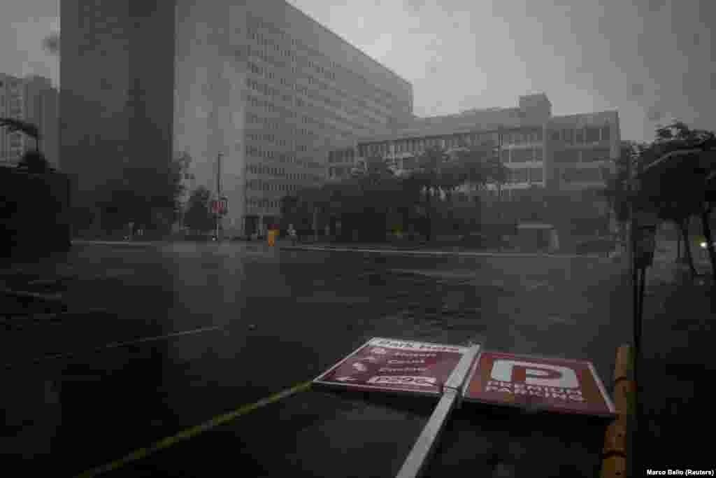 Intensitatea uraganului Ida a scăzut luni până la gradul furtună tropicală.