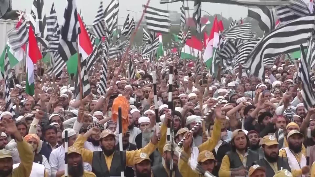 Массовые акции протеста в Исламабаде. Исламисты требуют отставки премьера видео