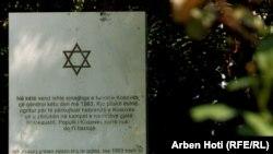 Memoriali për viktimat e Holokaustit i vendosur në oborrin e Qeverisë së Kosovës.