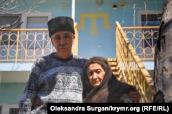 Активист с мамой Айше Кадыровой