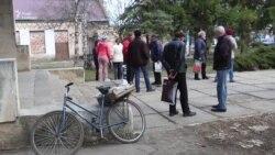 Жителі Пісків вимагають дозволу повернутися додому (відео)