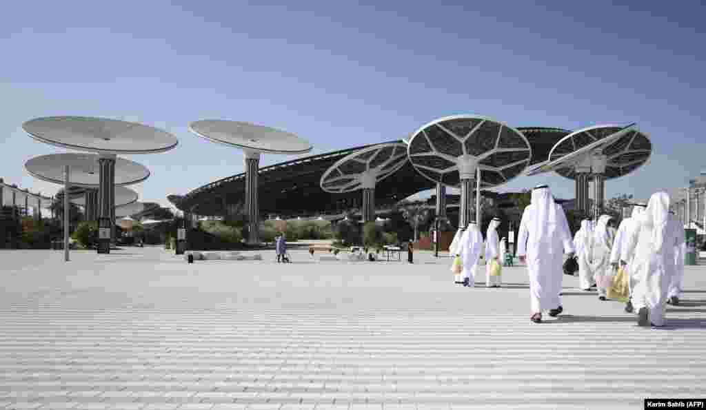 Pavilionul Sustenabilității de la Dubai Expo 2020. Expoziția universală reprezintă un eveniment major pentruemirat, care a cheltuit 8,2 miliarde de dolari pentru această locație, în speranța de a-și spori puterea și reseta economia.