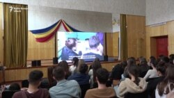 """Caravana filmelor """"Pur şi Simplu"""" la liceul """"Liviu Deleanu"""" din Chişinău"""