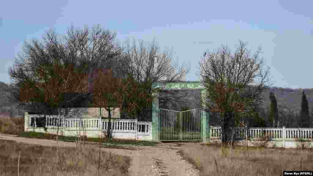 Місцевий цвинтар розділений на мусульманський