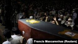 A 38 évet élt fotóriportert Újdelhiben temették el július 18-án.