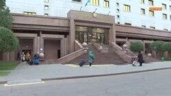 Многодетные ночуют в правительственном здании. Чего они требуют?