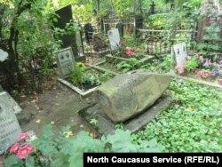 Могила Петра Захарова на Ваганьковском кладбище (фото М. Шахбиевой)