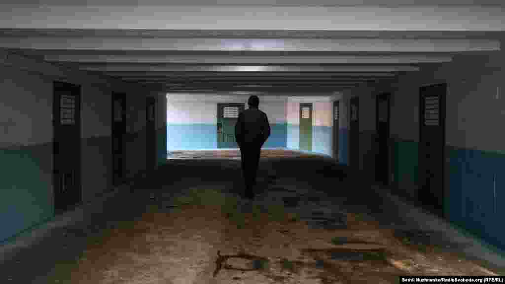 Підземний перехід стилізований під «коридор СІЗО»