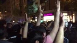 Демонстрантите го пробија полицискиот кордон