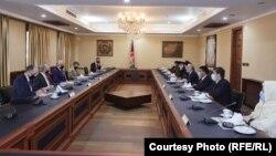 زلمی خلیلزاد نماینده خاص ایالات متحده امریکا برای صلح افغانستان صبح امروز برای دیدار با مقامهای افغانستان وارد کابل شد.
