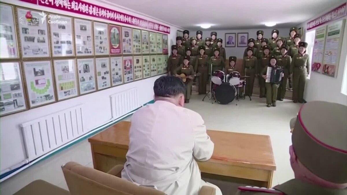 Северокорейские женщины-военнослужащие спели для Ким Чен Ына – видео