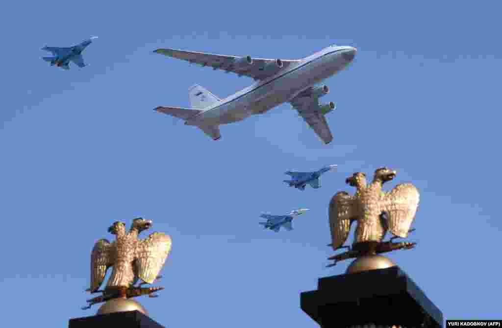 БЕЛГИЈА - Воздушните сили на НАТО годинава повеќе од 400 пати пресретнале непознати авиони, најголем број од нив од Русија, кои се приближувале кон воздушниот простор на Алијансата, соопштија од воениот сојуз.