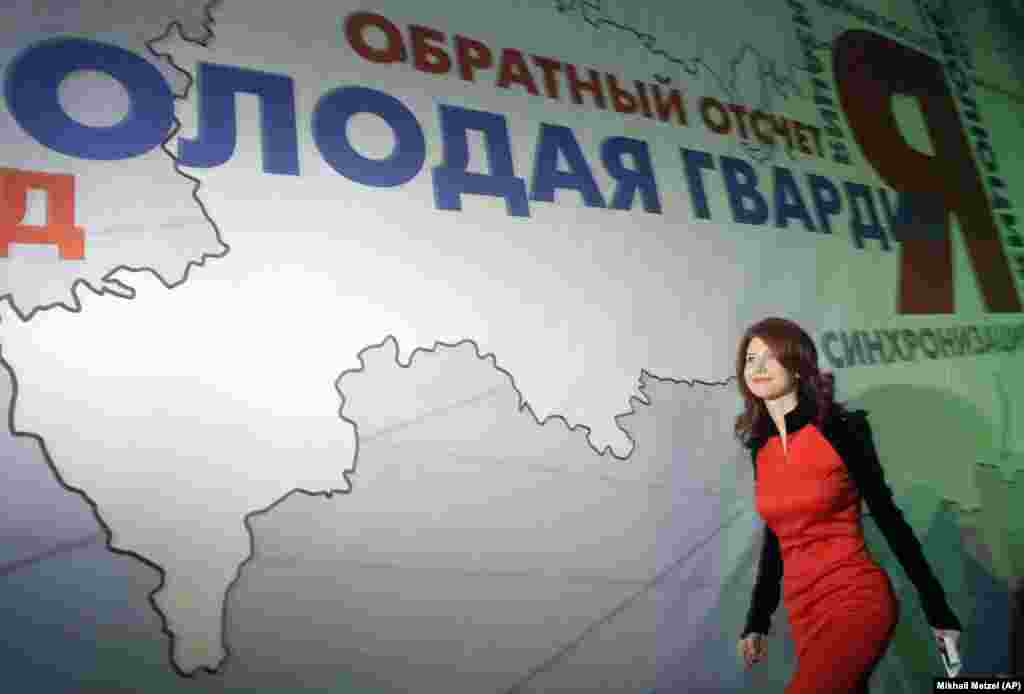 Months after the spy swap, Chapman publicly reaffirmed her allegiance to Russia by joining the youth wing of Putin's United Russia party. She walked on a Moscow stage on December 22, 2010, to join leaders of the Young Guards, a pro-Kremlin youth movement.