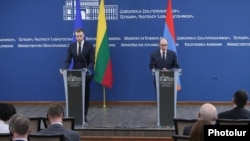 Armenia - Armenian Foreign Minister Ara Ayvazyan (R) speaks at a joint news conference with his Lithuanian counterpart Gabrielius Landsbergis, Yerevan, April 26, 2021.