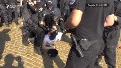 Судири меѓу полицијата и демонстрантите во Софија