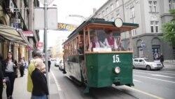 Tramvaji historik kalon nëpër Sarajevë