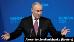 Прес-конференција на рускиот претседател Владимир Путин по средбата со неговиот американски колега Џо Бајден
