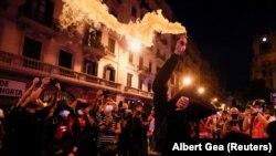 """Националният ден на Каталуня се нарича още """"Ла Диада"""". На този ден се състоя шествие в подкрепа на независимостта на Каталуня. Стигна се до насилие и арести. Барселона, Испания, 11 септември 2021."""