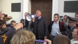 Freed Political Prisoner Calls For Boycott Of Belarusian Vote
