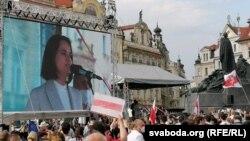 Svetlana Țihanovskaia la mitingul de solidaritate de la Praga