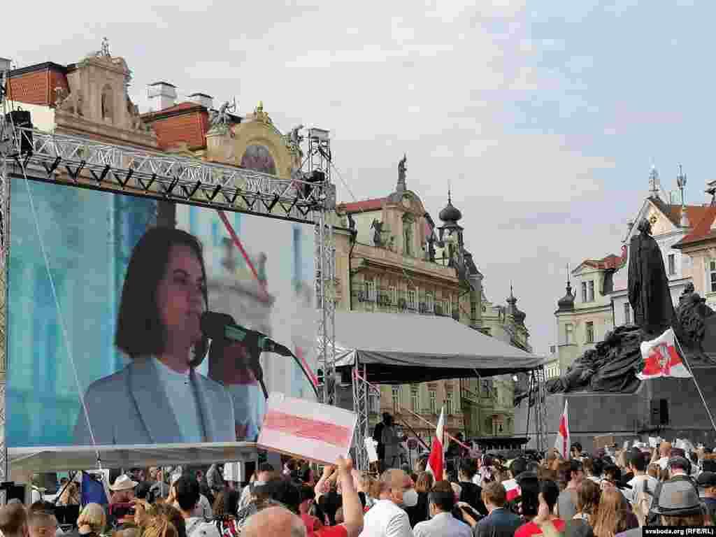 Зі сцени до учасників акції звернулася лідерка білоруської опозиції Світлана Тихановська