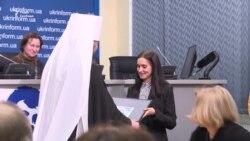 Подарунок Епіфанію з-за грат: Сущенко передав малюнок – відео