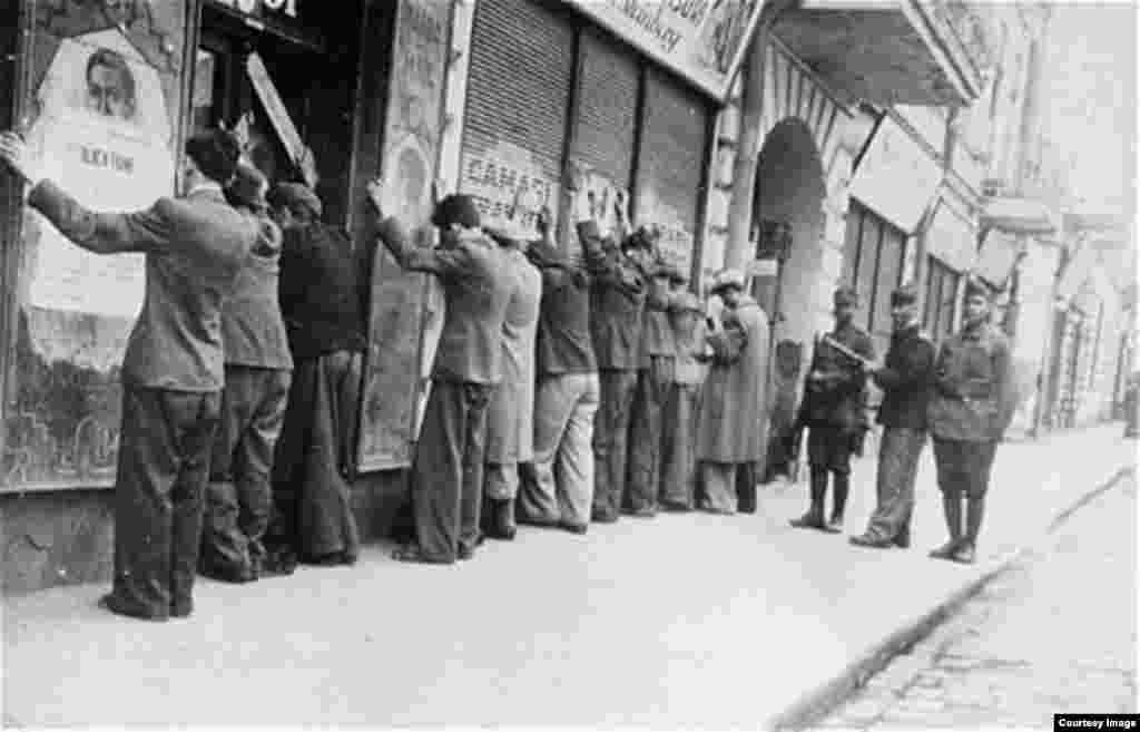 După uciderile de la București din ianuarie 1941, în timpul rebeliunii legionare, pogromul de la Iași, cu cele peste 13.000 de victime, este începutul participării României la Holocaust. A urmat deportarea evreilor din Bucovina, Nordul Moldovei și Basarabia, în lagărele din Transnistria.