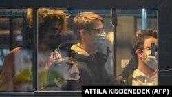 Utasok egy budapesti buszon 2020. november 11-én