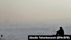 Panoramu Teherana redovno zaklanja smog.